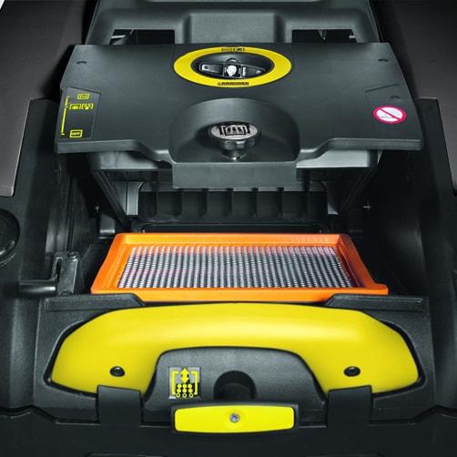 Подметально-всасывающая машина KM 75/40 W Bp Pack: Эффективная система очистки фильтра с механическим управлением